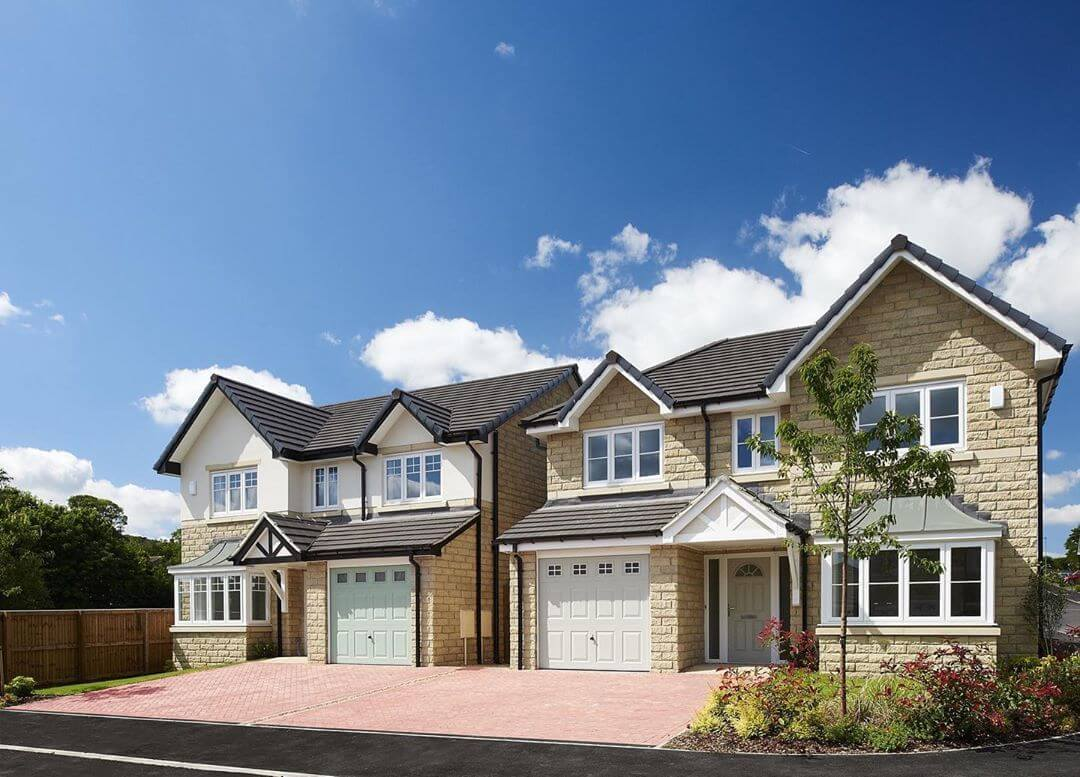 Home Of The Week: Plot 20 The Banbury at The Orchards, Holmfirth. A stunning 4 bedroom detached home with an integral garage, where the french doors open onto the patio area and rear garden – so what's not to love!  What's even better is that, it's all ready to move into!  #joneshomes #joneshome #joneshomesuk #homeoftheweek #home #newhome #newhomes #newbuild #newbuildhome #instahome #property #newhouse #newhomeowners #newbuildhomes